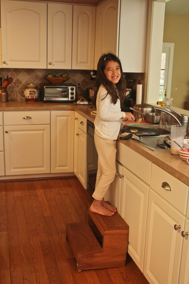 Imagen ni os y ni as haciendo tareas del hogar recurso for Imagenes de despachos en casa